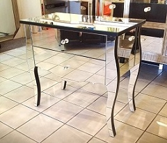 Mirrored Accent / Side Table 30